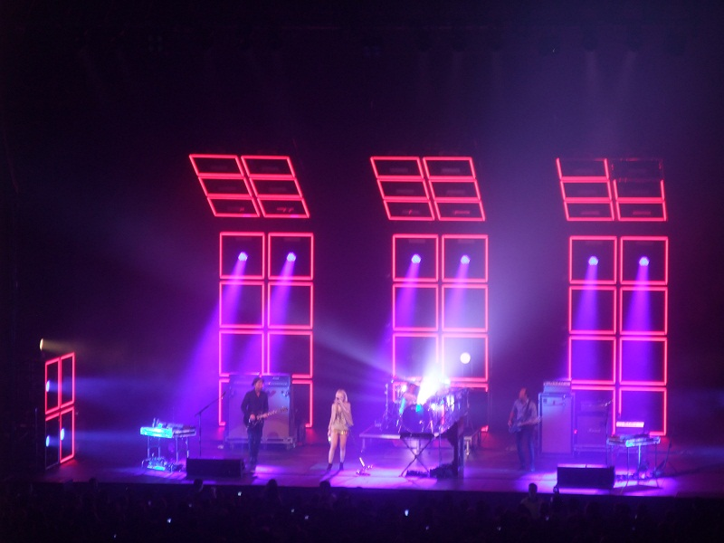 Metric at Air Canada Centre Toronto (Copyright: PeteHatesMusic)